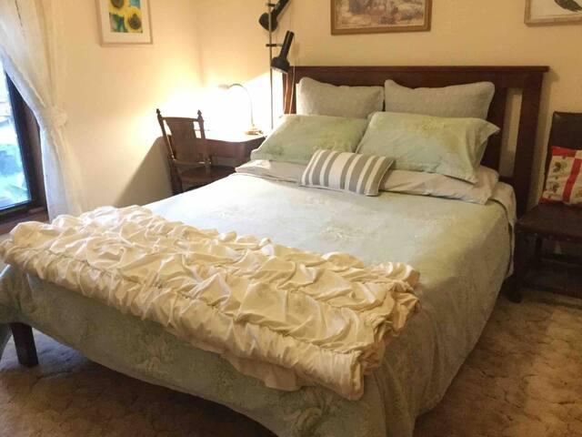 Comfy quiet bedroom