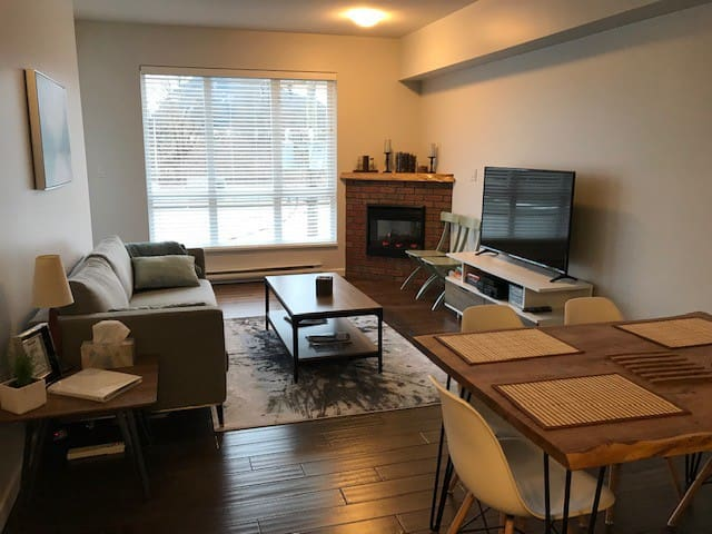 Spacious Condo in Squamish, 40 mins Whistler