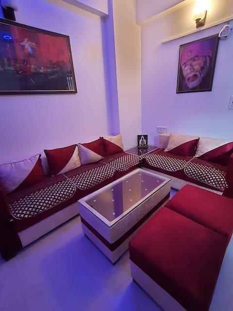 A lovely 2 bhk flat with all amenities  Ac in each room  LED SCREEN in each room Completely equipped  kitchen Lift  Fully furnished  Fully ventilated  All new furniture  Prime location  Near market  walking distance  Public transport  available