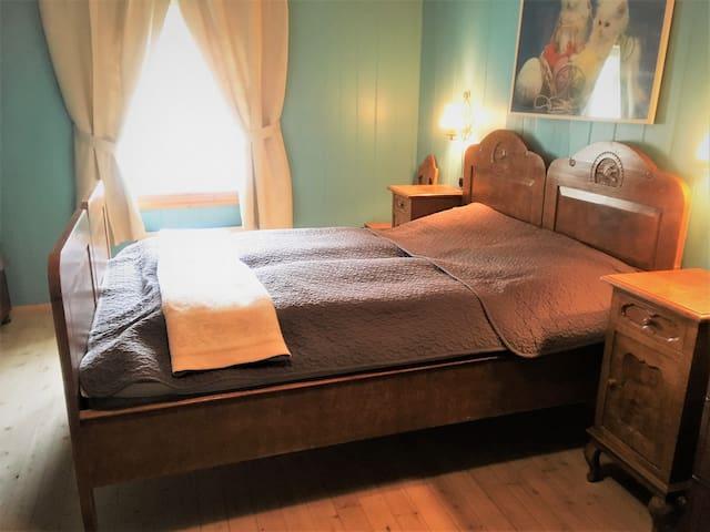 Master bedroom, bed 1. (160*200 cm)