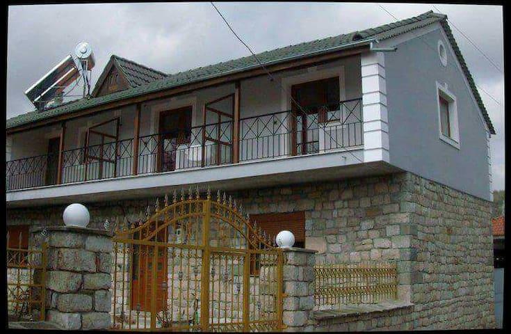 Dhoma me Qera Voskopoje Tha.Samara - Μοσχόπολις - Apartamento
