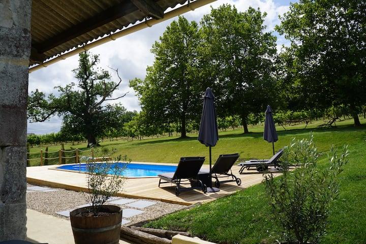 Les Vignes Gîtes. Gite 2 with pool view.