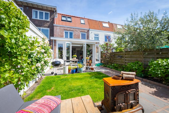 Sunny Garden with  lounge