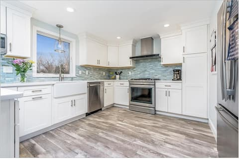 Beautifully Remodeled Walk To Beach With AC