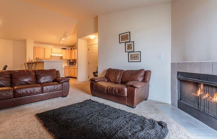 Quiet Apartment In Naperville