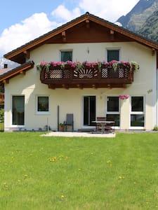 Ferienhaus die Gams - Sankt Leonhard im Pitztal