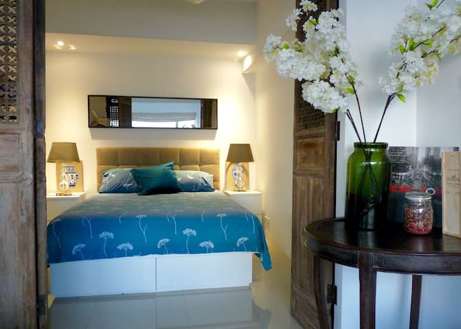 Charming Cozy Apt. Quite & Bright with Sea View
