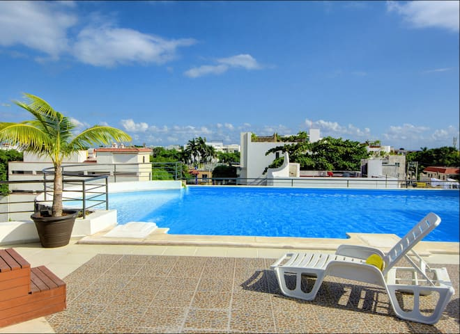 2 BR Central, Spacious, Big Kitchen, Rooftop Pool - Playa del Carmen