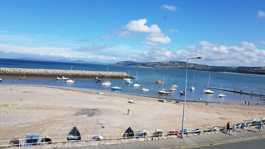 Rhos on Sea Harbour, right on the beach!