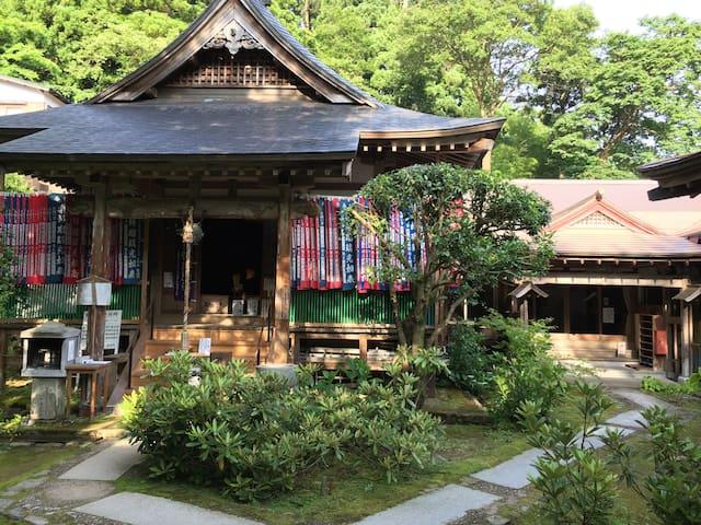 三徳山皆成院 投入堂に最も近い宿です。 Nageiredō Nearest inn