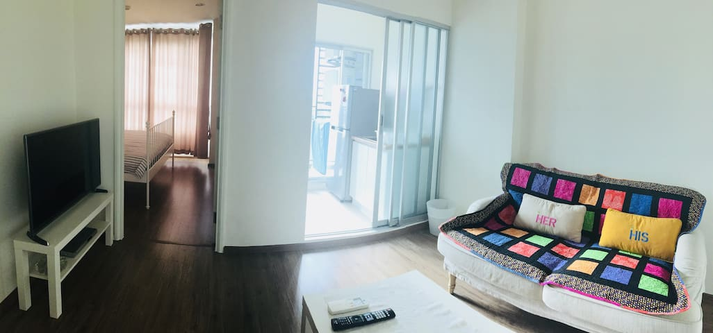 Relaxing Room with Pool View 800m. from MRT