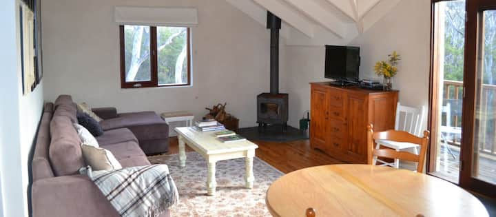 Cosy & Secluded Hat Hill Cottage