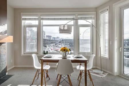 Stroll to Pikes Market Waterfront Condo With Balcony