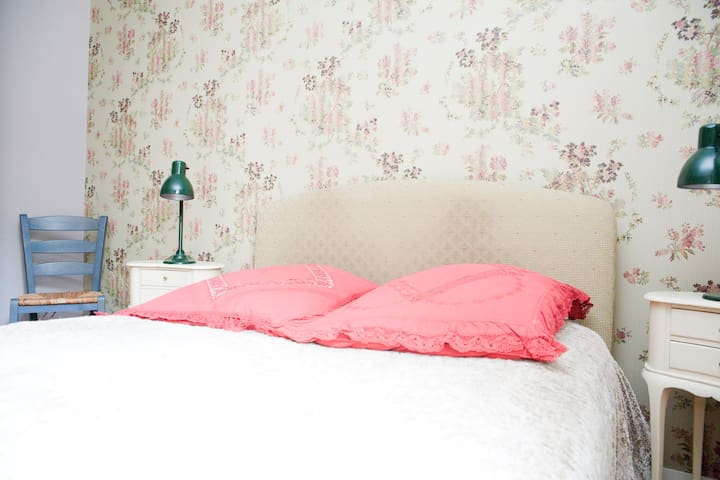 Charming room in spacious apartment - Paryż - Apartament