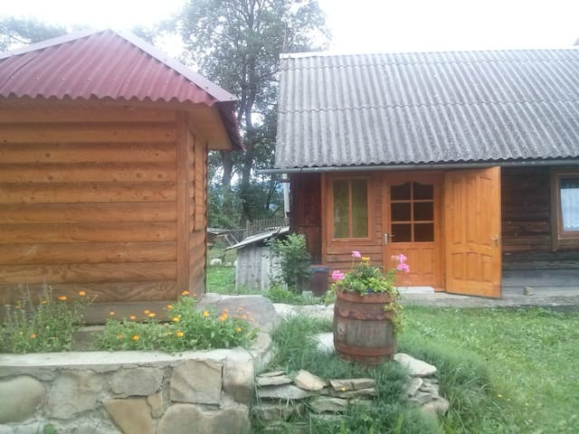 """Етно-котедж """"Старовіцька Хата"""""""