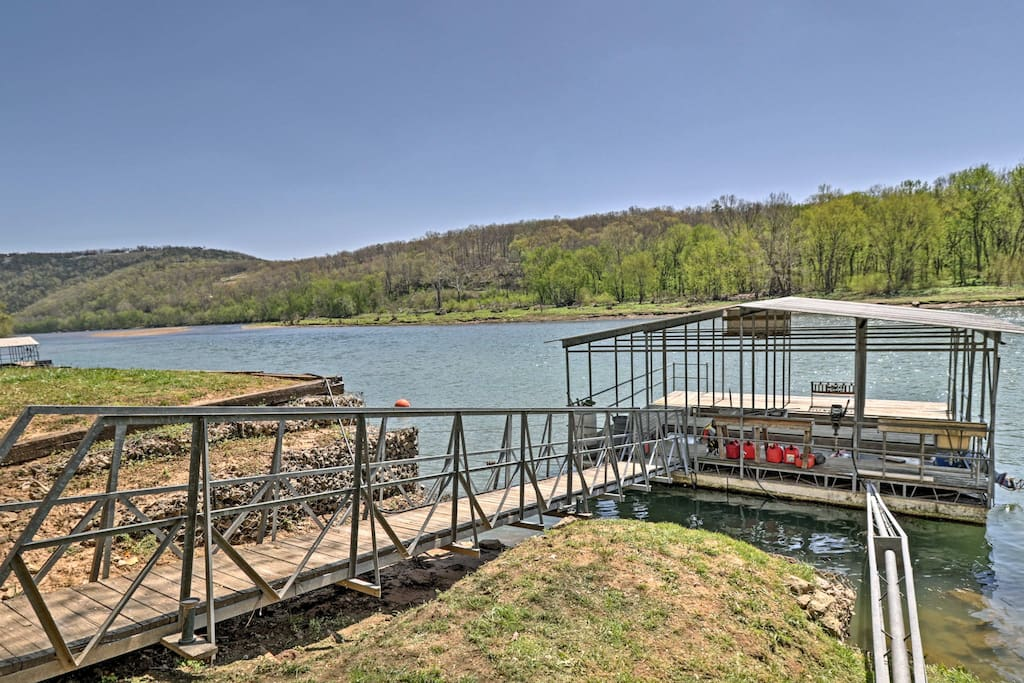 Located on the White River, this home for 6 is an outdoorsman's dream.