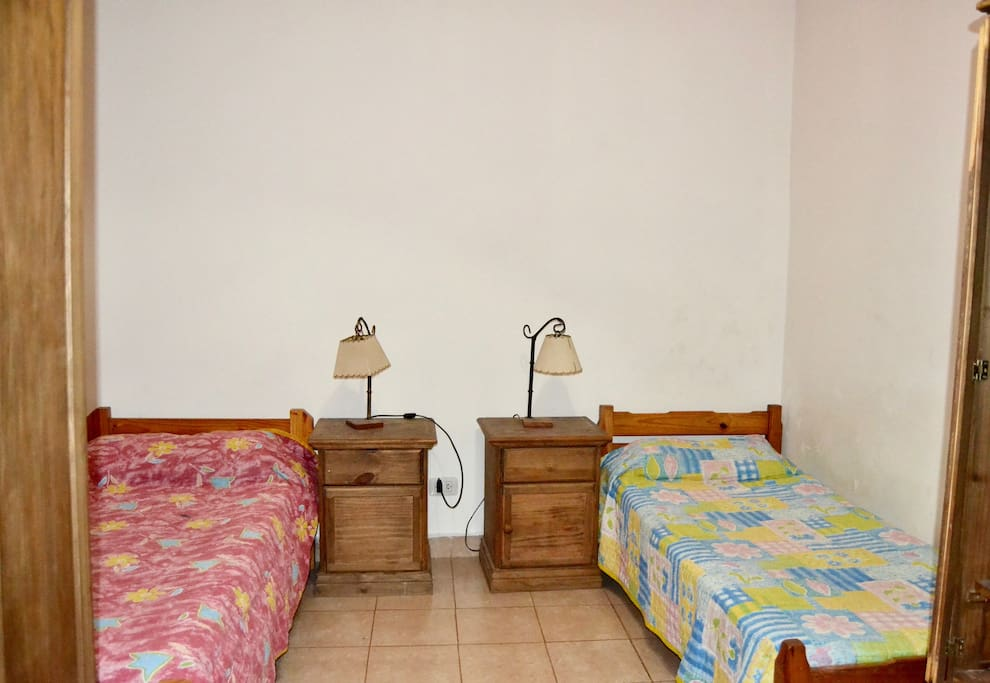 Habitaci n con dos camas en la casa montserrat casas en - Habitacion con dos camas ...