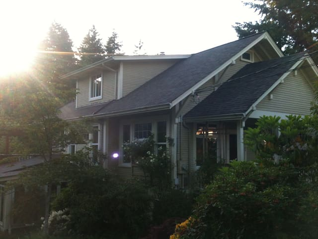 Beautiful home and garden - Powell River - Inap sarapan