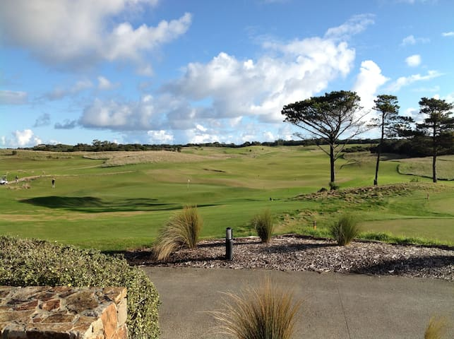 Fabulous Fairway Views # One{accommodates 2} - Fingal