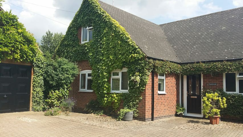 Spacious, ground-floor accommodation - Peatling Parva - Bed & Breakfast