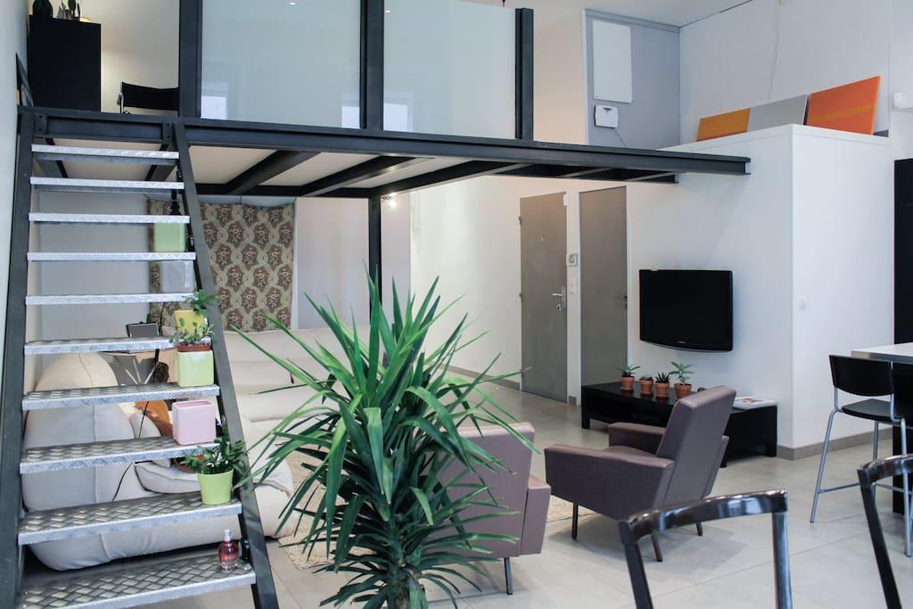 2 stories living-room