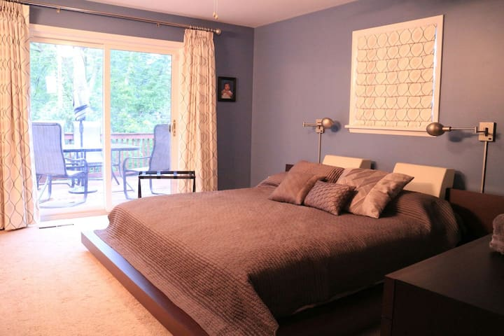 Beautiful Private Room  /Bath - Louisville - Huis