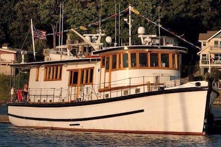 US OPEN 75' Floating B&B - Tacoma