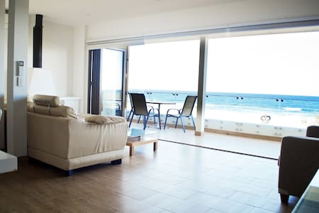 2 Bedroom Oceanfront Apartment - Bilinga - Lejlighed
