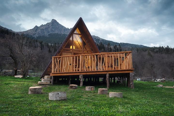 Альпийский дом вдали от цивилизации. Закан