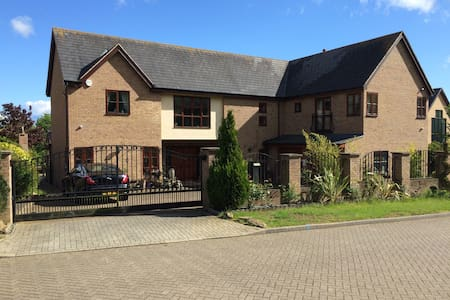 Luxury detached house on a lake - Milton Keynes - Huis