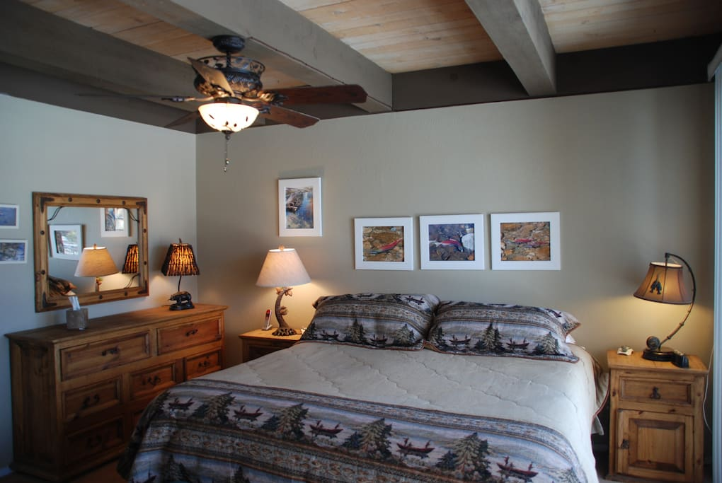 Fish Room - King Bed w/view of canal and en suite bathroom. Located Upstairs.