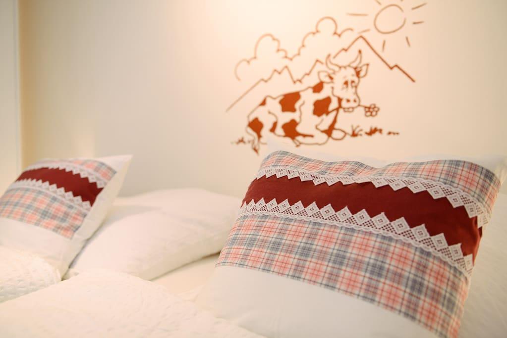 Erholen Sie sich im Schlaf und träumen in unserem Altholzbalkenbett.