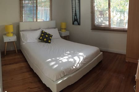 Fresh DB Room with Parking - Doveton