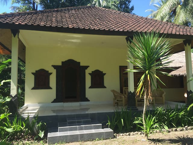 Two Bedroom Bungalow in Tropical Garden near Beach - mataram senggigi lombok