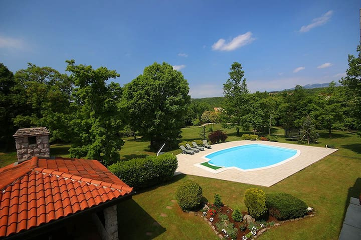 Holiday house with swimming pool - Viškovo - House