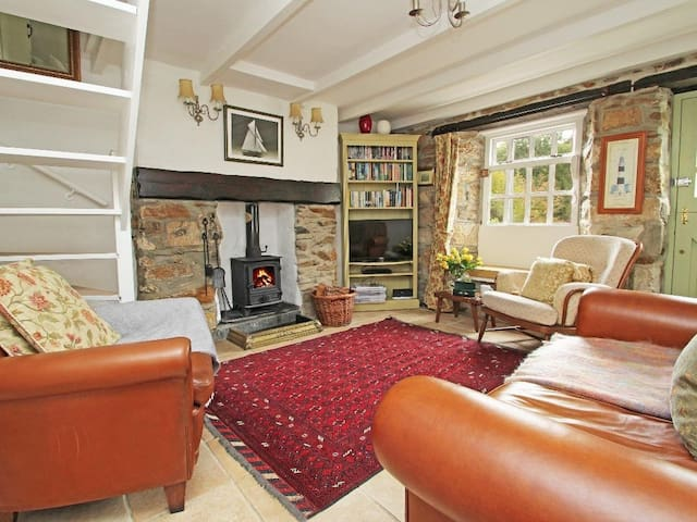 MAY COTTAGE, family friendly, with open fire in Pentewan, Ref 959309