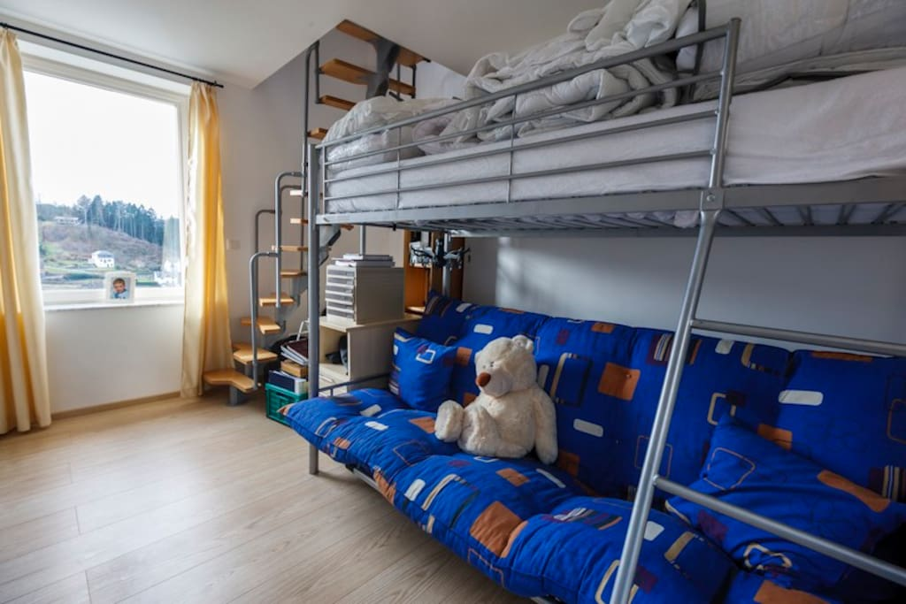 kids room with 3 places for sleep at maximum