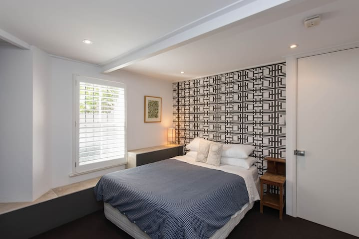 1 Bedroom Paddington Apartment