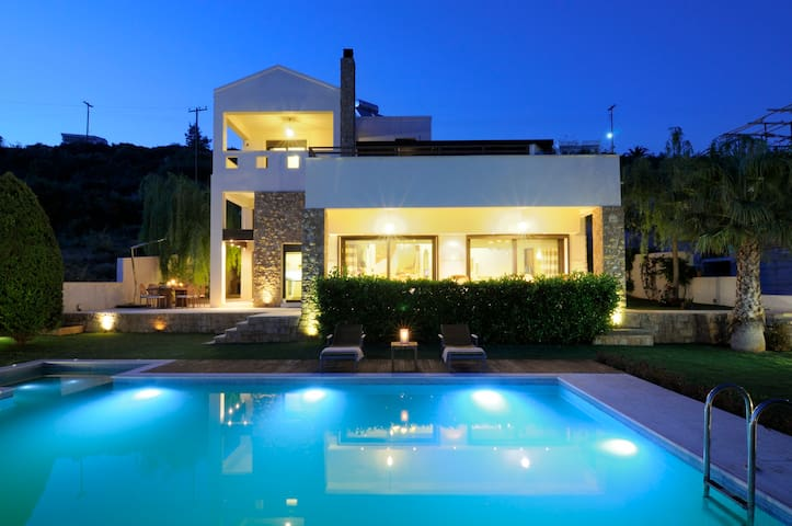 VILLA TITINA-LUXURY IN THEOLOGOS  - Θεολόγος