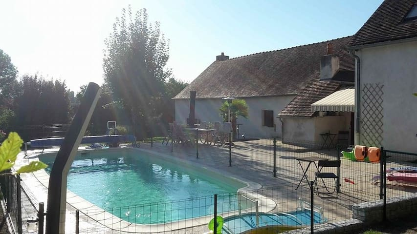 Charming studio in Autun with pool! - Autun - Stuga