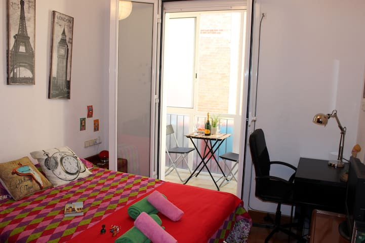 Lovely room with galery Eixample - Barcelona - Huis