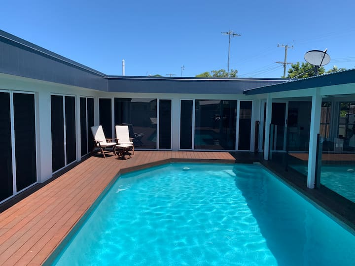 Currimundi home with pool and spa