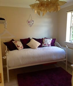 Beautifully decorated bedroom for 1 - Dartford