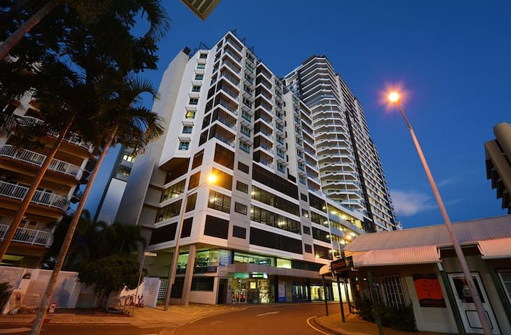 "CBD Penthouse - ""Nia's Place"" - WET SEASON DEALS"