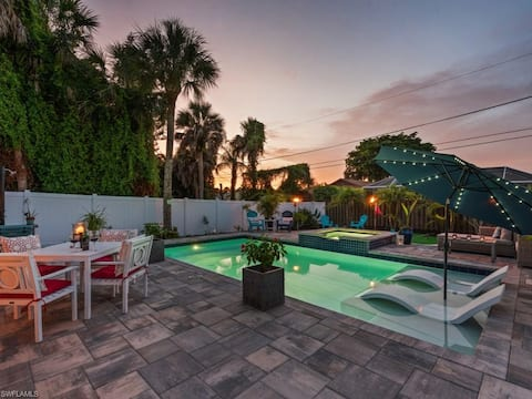 Escape to Paradise! Walking distance to the Beach!