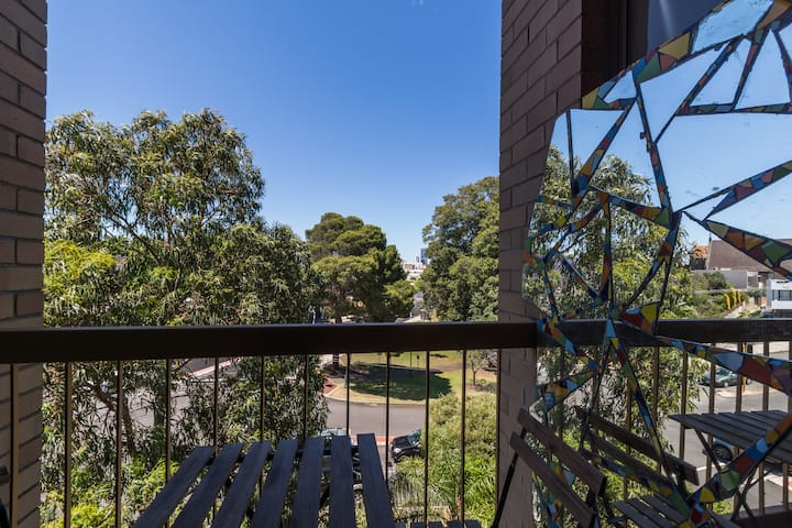 Mount Lawley unit with carbay & parkviews