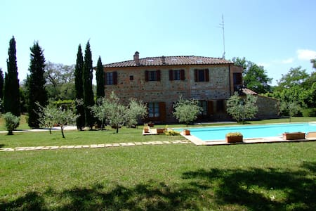 Tuscan farmhouse with swimming pool - Sinalunga