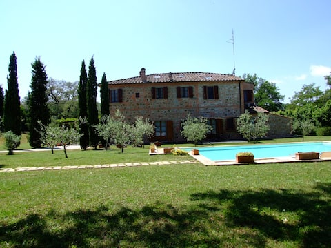 Tuscan farmhouse with swimming pool