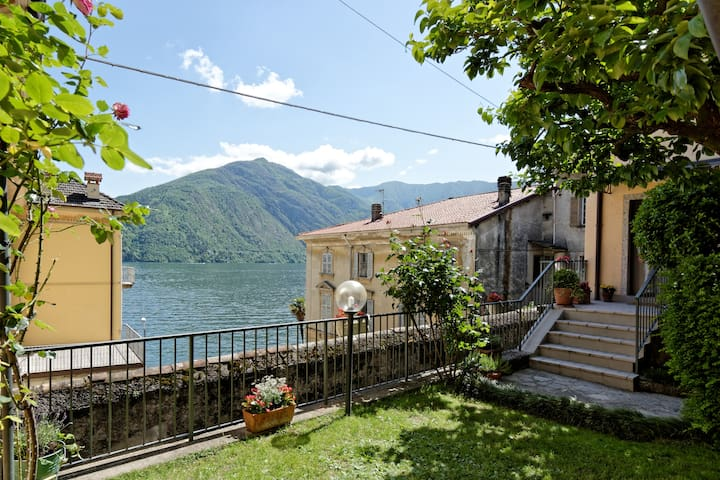 Stunning Villa facing Como Lake