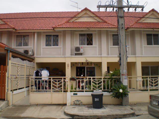 Na'porn  polyiam - phathumthanee - House
